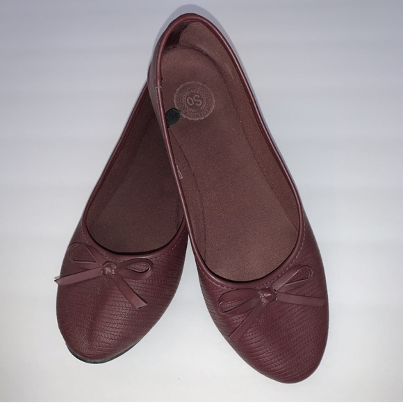 2/$25 Womens Size 8 SO Wine Colored Flats